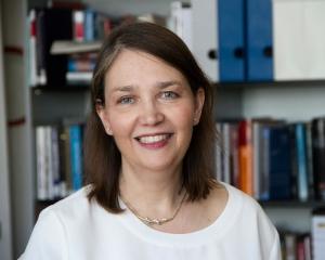 Profile Picture Ellen Immergut  2 cropped
